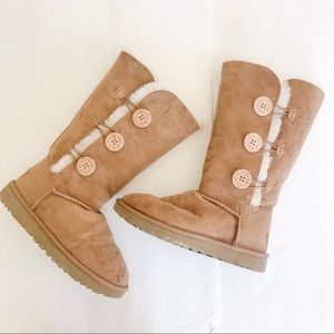 UGG Bailey Triple Button Boots in Chesnut